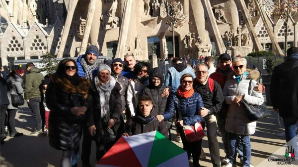 Tour gratuito della Sagrada Famiglia in italiano. L'ombrello italiano