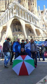 Tour a piedi della Sagrada Famiglia e Gaudì a Barcellona, l'ombrello italiano
